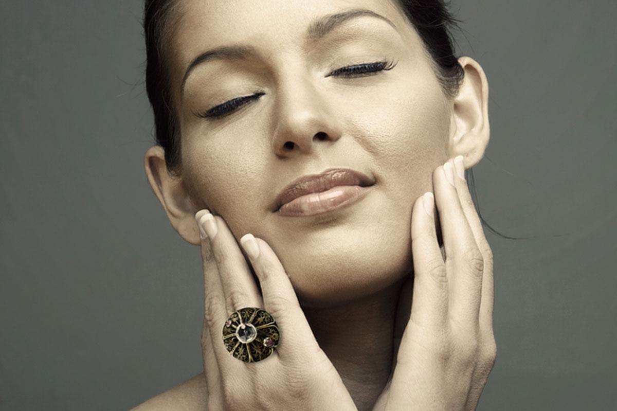Jak poprawić owal twarzy? Porady i sugestie