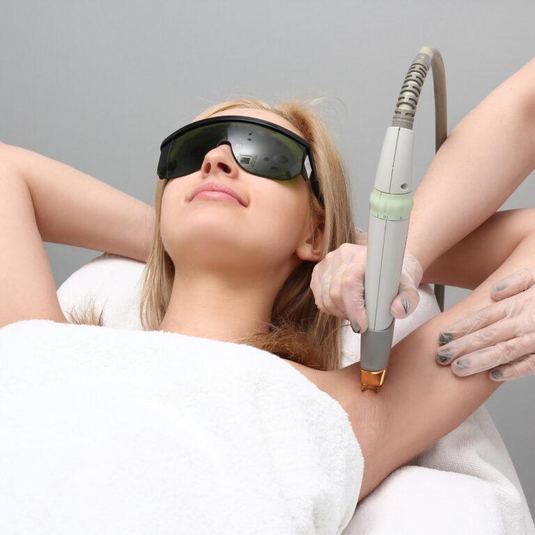 Czy depilacja laserowa boli